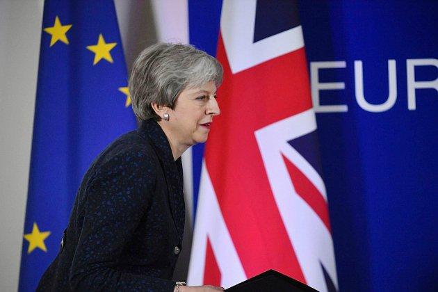 May entame une semaine cruciale pour le Brexit, et son propre sort