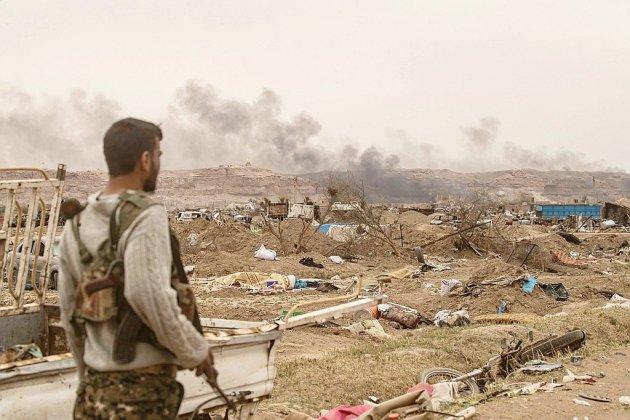 """Kamikazes, roquettes, la dernière lutte des jihadistes avant de perdre leur """"califat"""""""