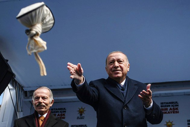 Turquie: scrutin difficile pour Erdogan en pleine tempête économique