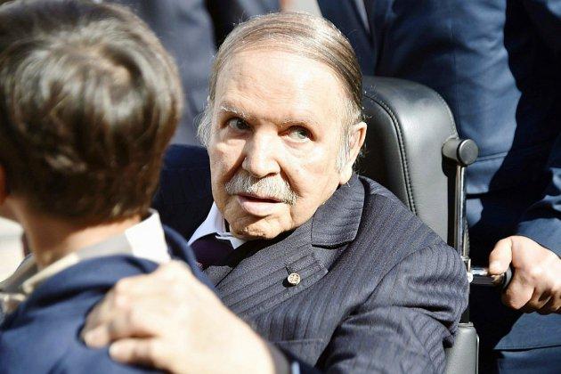 La présidence algérienne annonce la démission de Bouteflika d'ici le 28 avril