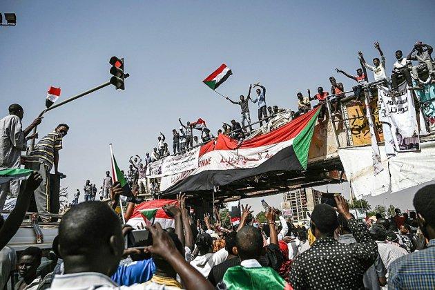 Soudan: une semaine après le départ de Béchir, les manifestants ciblent le régime
