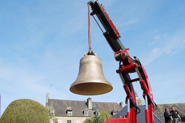 Coulé dans la Manche, le bourdon de la cathédrale de Saint-Malo livré