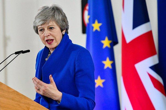 Brexit: Theresa May, fragilisée dans son parti, reprend les discussions avec l'opposition