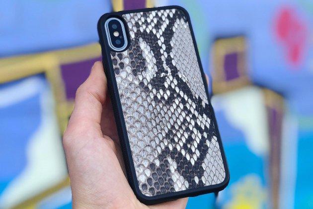 Valentin Girot crée des coques de téléphone en peau de python