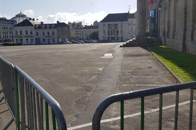 Le stationnement est interdit Place Foch à Alençon