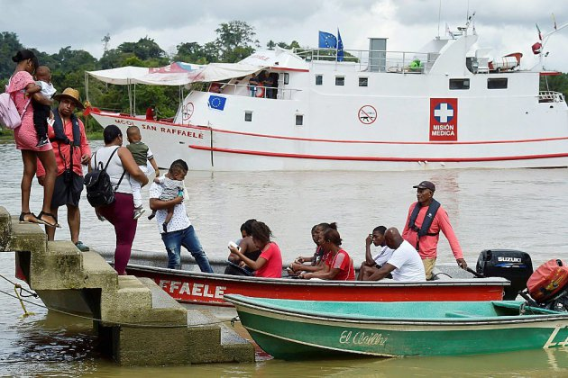 En Colombie, un hôpital flottant défie les eaux troublées du littoral Pacifique