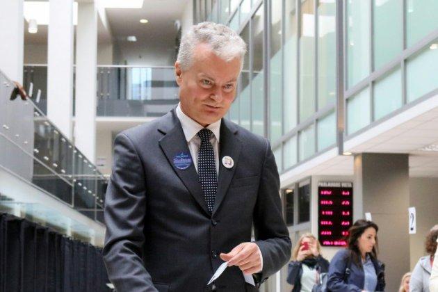 Lituanie: un novice en politique et une ex-ministre briguent la présidence