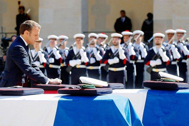 """Dernier hommage aux deux militaires français tombés """"en héros"""" au Burkina"""