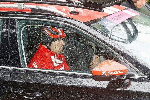 Tour d'Italie: Dumoulin pleure son départ lors d'une 5e étape détrempée