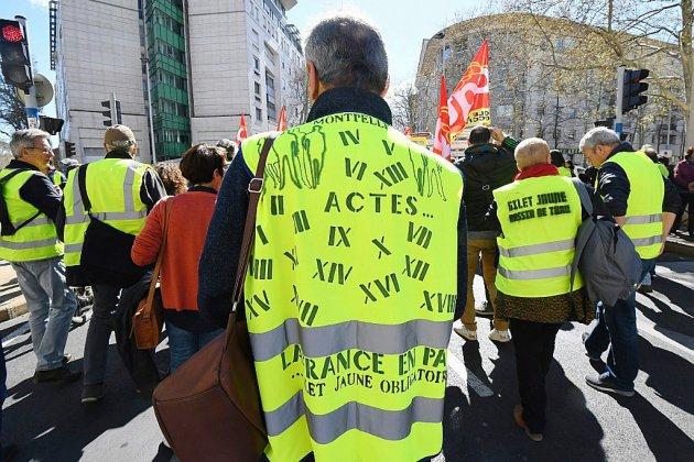Gilets jaunes: 15.500 manifestants en France, plus faible participation depuis l'acte 1