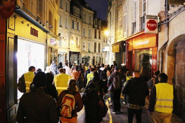 Caen: manifestation sauvage des gilets jaunes dans le centre-ville