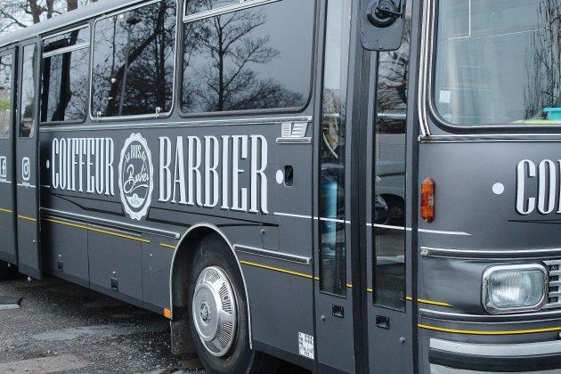 """Caen: le """"Bus du Barbier"""" fait un tabac et embauche un autre coiffeur"""