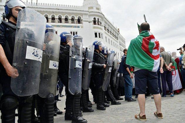Alger bouclé pour le 14e vendredi de manifestations