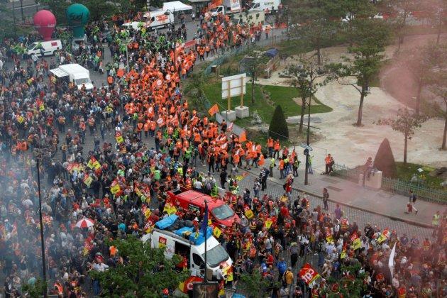 Des milliers de cheminots manifestent à Paris contre la réforme ferroviaire