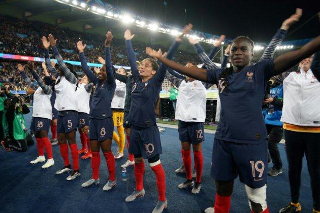 """Mondial-2019: élan populaire """"historique"""" pour les Bleues"""