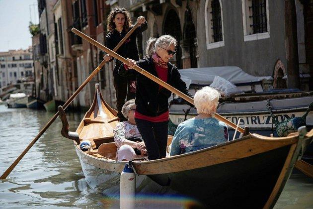 """A Venise, des """"gondolières"""" vous apprennent à ramer"""