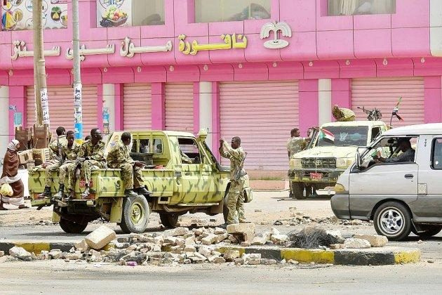 Les Soudanais face aux forces de l'ordre pour tenter de reprendre la rue