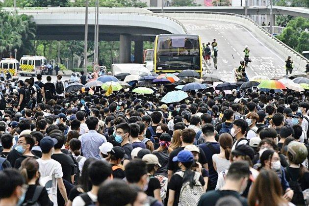 Hong Kong: des milliers de manifestants vent debout contre les extraditions vers la Chine