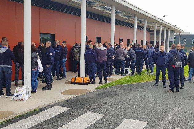 Condé-sur-Sarthe: les surveillants refusent de prendre leurs postes
