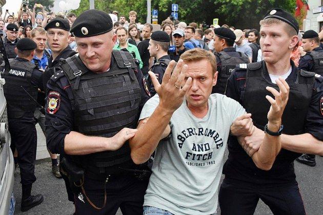 La marche en soutien au journaliste Golounov réprimée par la police à Moscou