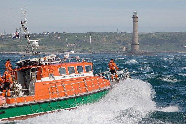 Des marins sauveteurs de la Manche en Vendée pour l'hommage national