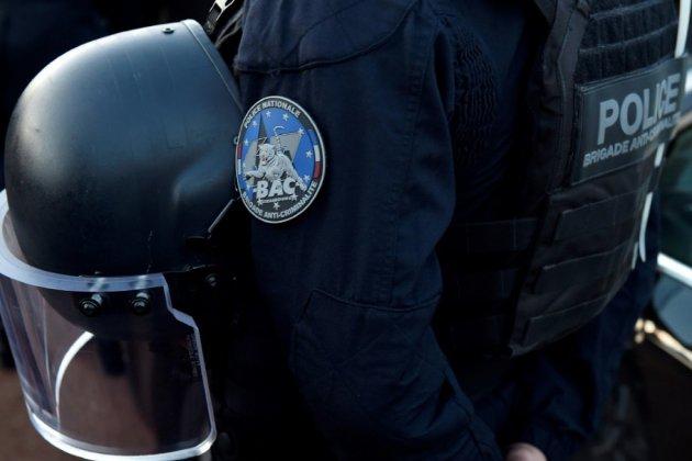 """Paris: deux policiers de la """"Bac"""" mis en examen pour trafic de drogue et corruption"""