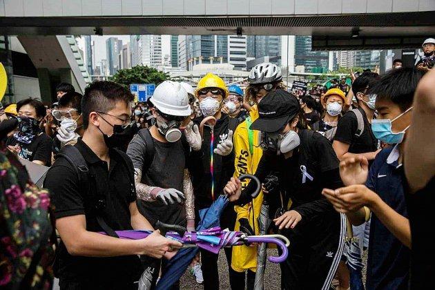 Joshua Wong, libéré, demande le départ de la cheffe de l'exécutif hongkongais