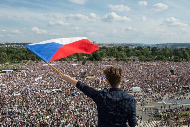 Imposante manifestation à Prague contre le Premier ministre, sans précédent depuis 1989