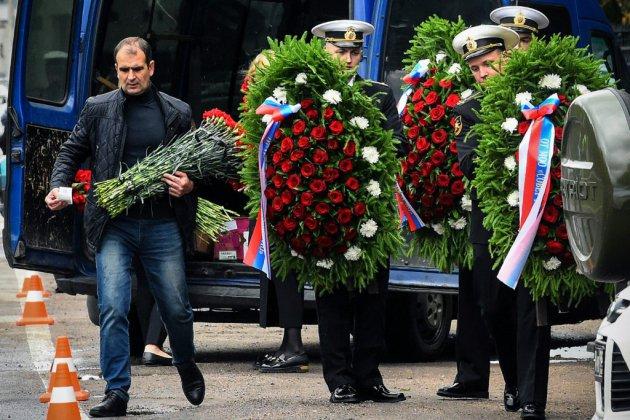 La Russie enterre ses officiers tués dans l'incendie d'un sous-marin