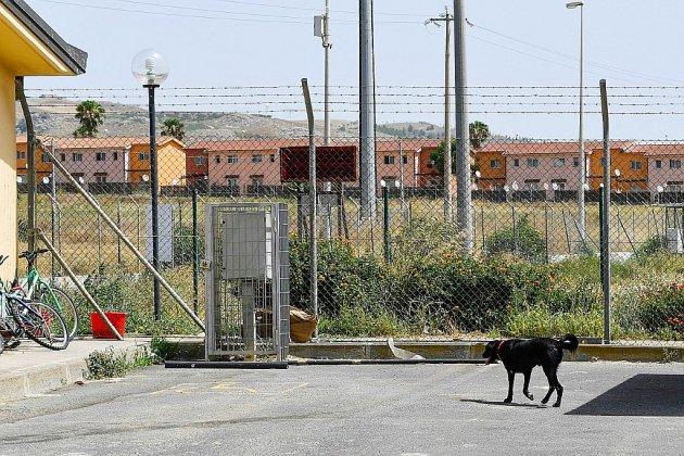 Italie: fermeture de l'ex-plus grand centre d'accueil de migrants en Europe