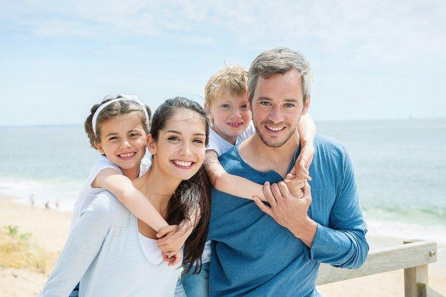 Été: les vacances préférées des familles sont aussi les plus chères