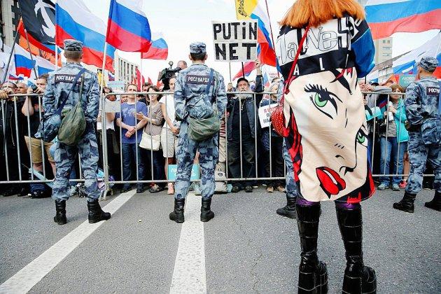 """L'opposition russe manifeste sous la menace d'une """"répression massive"""""""