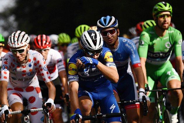 """Aux Champs-Elysées, """"fierté"""" ou """"déception"""" pour la fin d'un Tour de France à """"rebondissements"""""""
