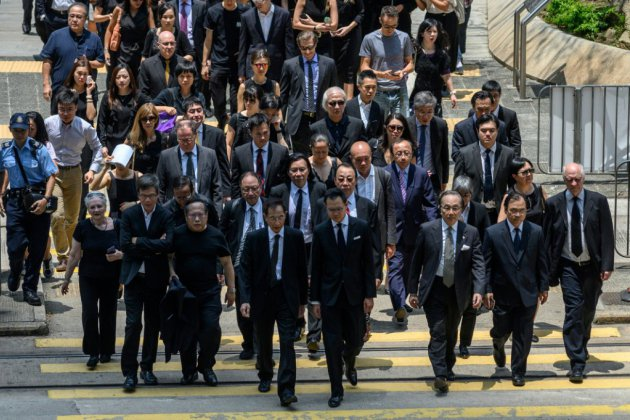 Hong Kong: des avocats défilent en silence pour soutenir le mouvement pro-démocratie