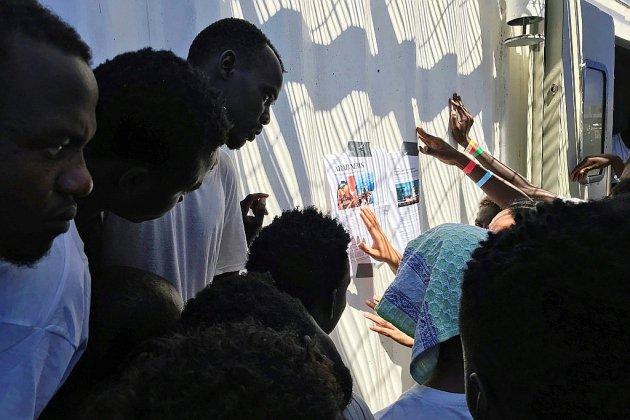 Des migrants privés de terre ferme, d'autres de secours