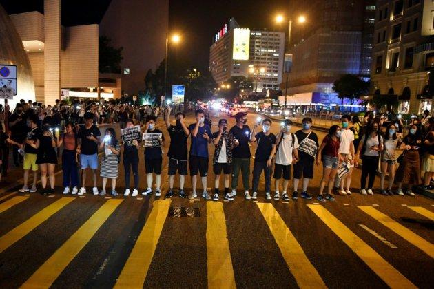 """Hong Kong: une chaîne humaine pro-démocratie, 30 ans après la """"Baltic Way"""""""