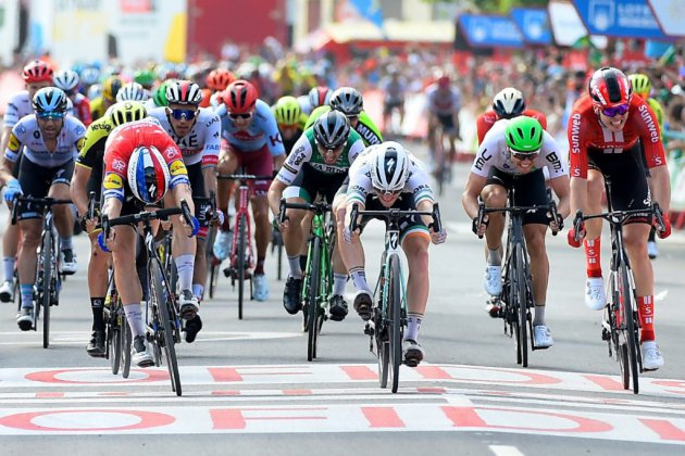 Tour d'Espagne: la 4e étape pour Jakobsen à la photo-finish, Roche garde la tête