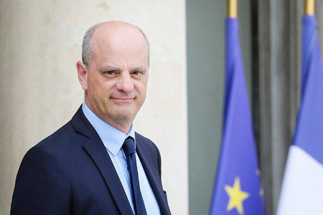 """Blanquer promet une hausse de """"300 euros en moyenne"""" du salaire annuel des professeurs en 2020"""