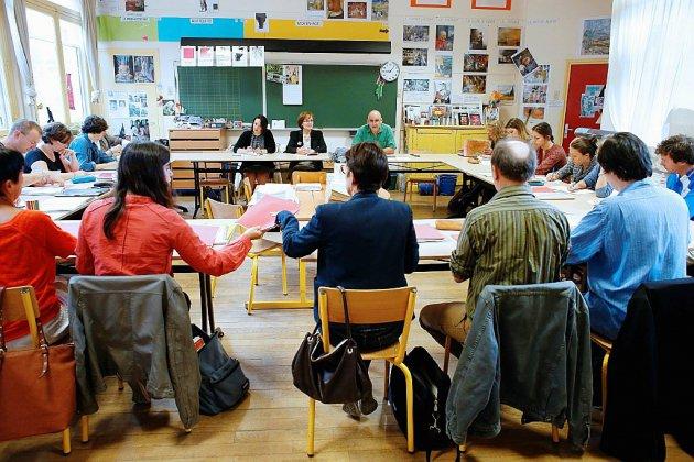 """Rentrée des profs dans l'""""incertitude"""" autour de la réforme du lycée"""