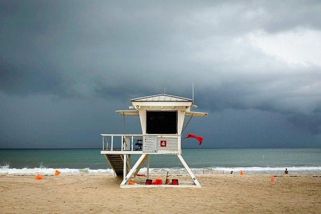 Après avoir durement frappé les Bahamas, l'ouragan Dorian menace la Floride