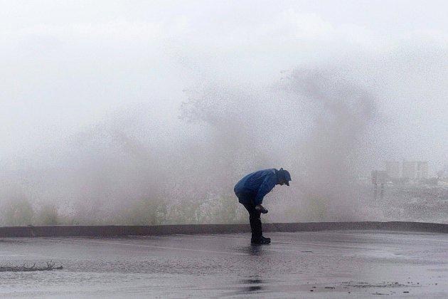 Après avoir ravagé les Bahamas, l'ouragan Dorian s'approche de la Floride