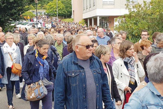 Marche blanche: 450 collègues de Christophe honorent sa mémoire à l'hôpital de Flers