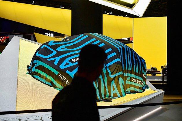 L'automobile allemande fait sa mue électrique à Francfort