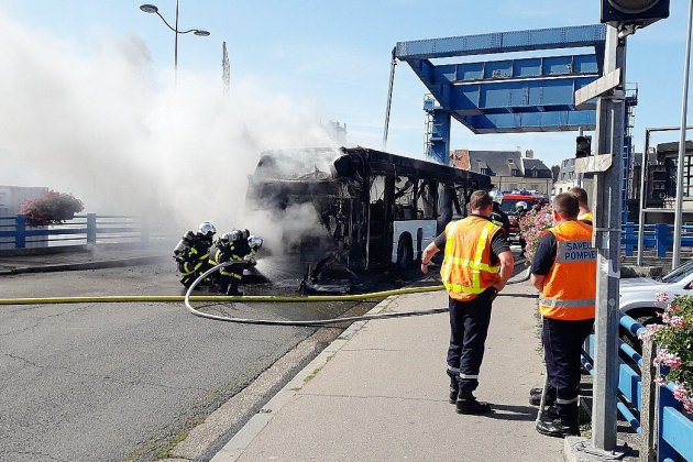 À Dieppe, un bus prend feu en plein centre-ville