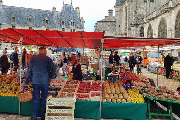 Alençon: le marché de retour Place La Magdeleine