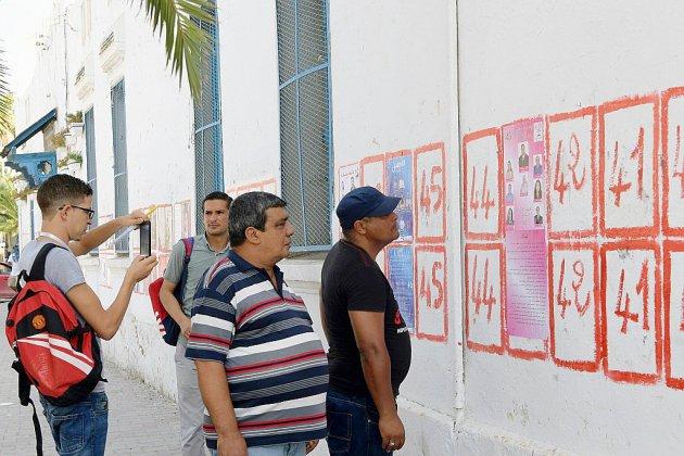 Présidentielle: les Tunisiens appelés à trancher après des semaines d'incertitude