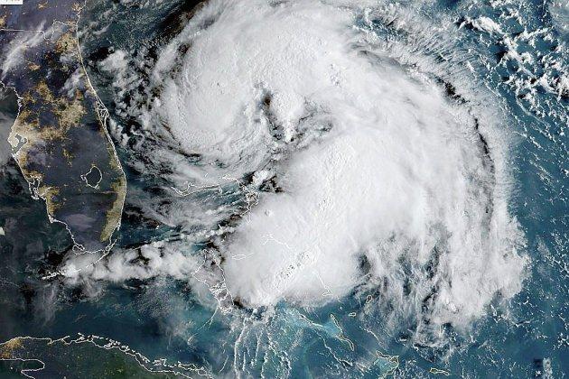 La tempête Humberto se renforce mais s'éloigne des Bahamas et des Etats-Unis