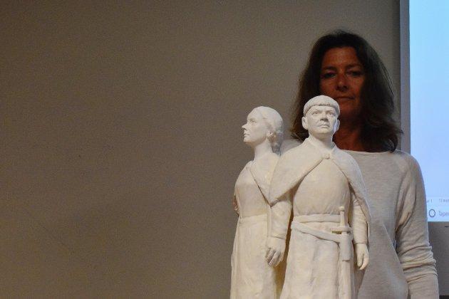 Statue de Guillaume et Mathilde : installée près du château de Caen si...
