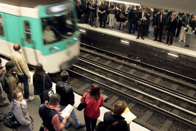 """Incident avec un métro automatisé à Paris: un syndicat réclame une """"prise de conscience"""""""
