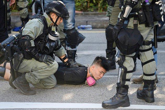 Hong Kong : brefs affrontements pour le seizième week-end de manifestations